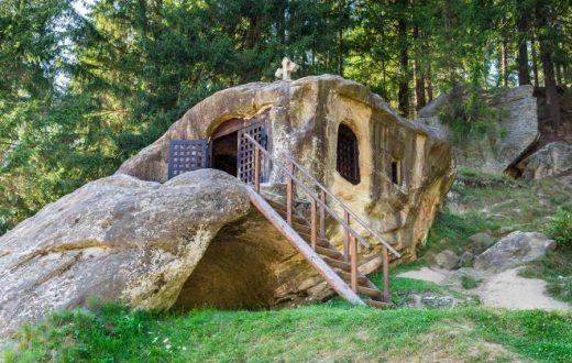 """L'ermitage rupestre de """"Daniil Sihastrul"""""""